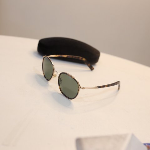 d04a5295b1  thriftbandit. last month. United States. Tom Ford glasses with non  prescription ...