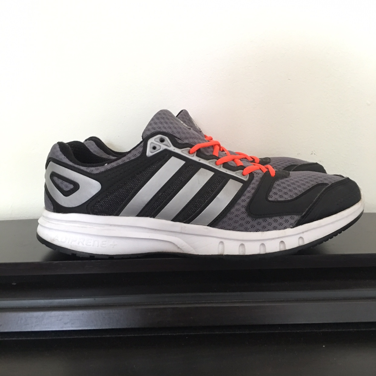 Vintage mens Adidas Run Strong with