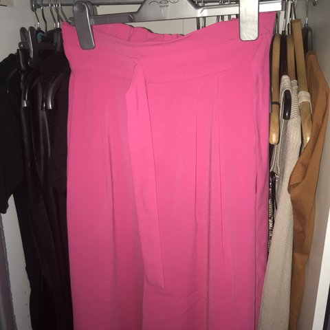 bb1fee37 @nicollewaltham1. 2 months ago. Rochester, United Kingdom. Zara hot pink  culottes in size XS. ...