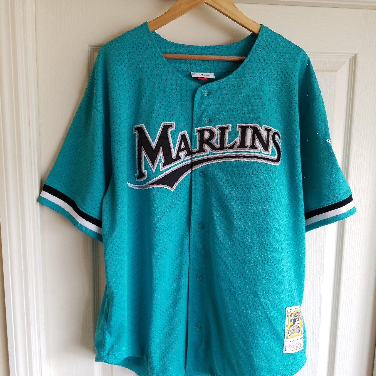 promo code 05059 d4e41 ANDRE DAWSON FLORIDA MARLINS THROWBACK JERSEY SIZE... - Depop