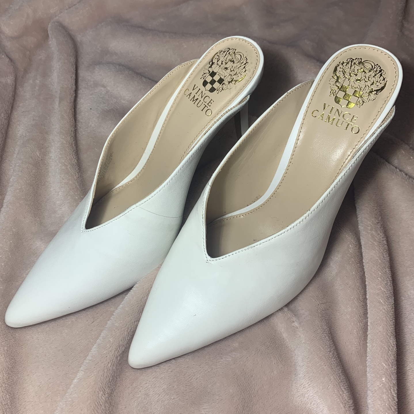 Vince Camuto Berodie white mule, size 6