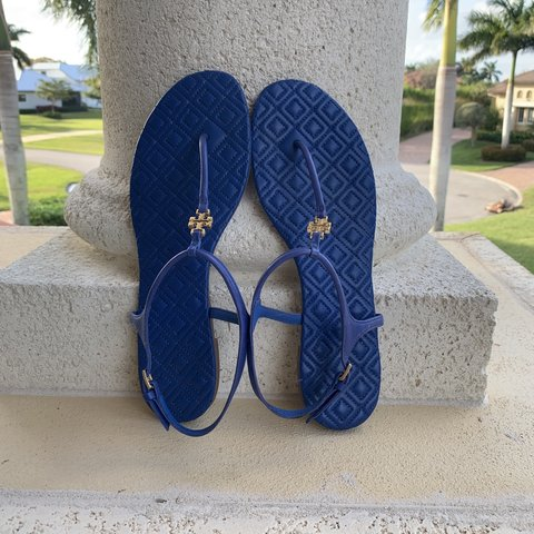 58c390852 Tory Burch sandals  only worn a few times  in amazing - Depop