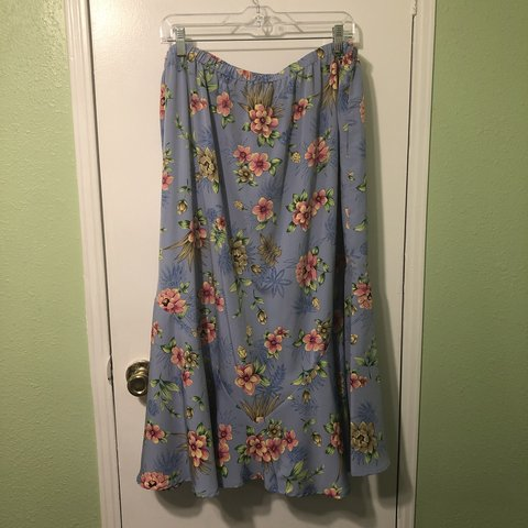 6704823b058 Beautiful blue floral skirt. Plus Size. Only worn a few to - Depop