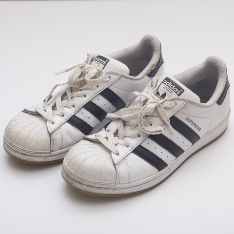 4673591a986 WHITE ADIDAS SUPERSTAR SNEAKERS Shell toe Adidas size 7   a - Depop