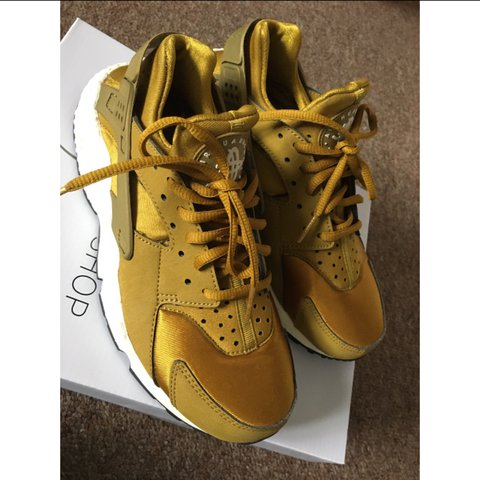 0204542ecd Air Size Edition Trainers Nike Huarache Bronzegold Limited Depop rBeCdxo