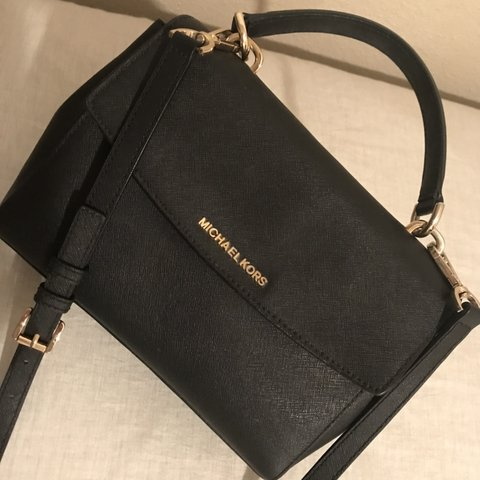 d9048634fcb1 @prima_mariahhh. 5 months ago. Stevenson Ranch, United States. Michael Kors  Leather Crossbody. I have kept it in super great condition.