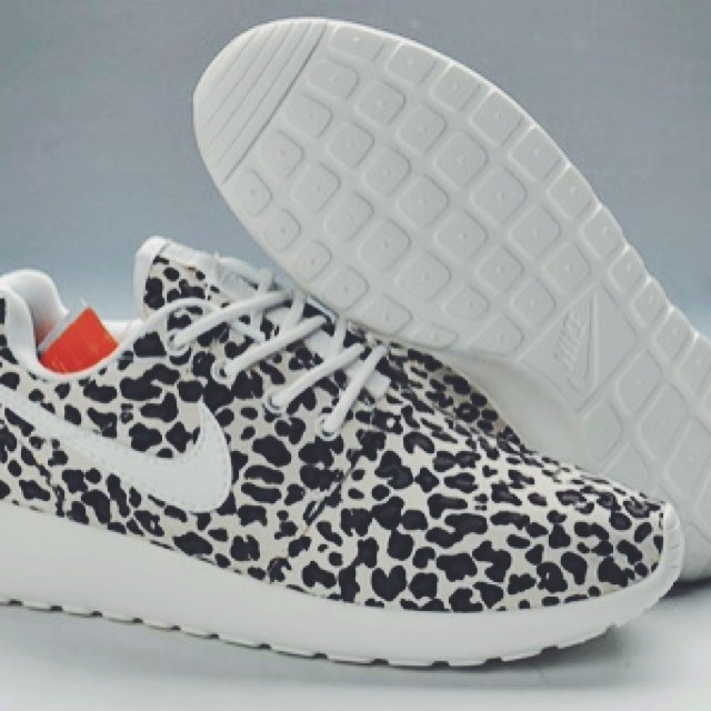 abf1ef1c05ec ... low cost nike leopard print roshe run limited extremely rare depop  b54c5 a75f8