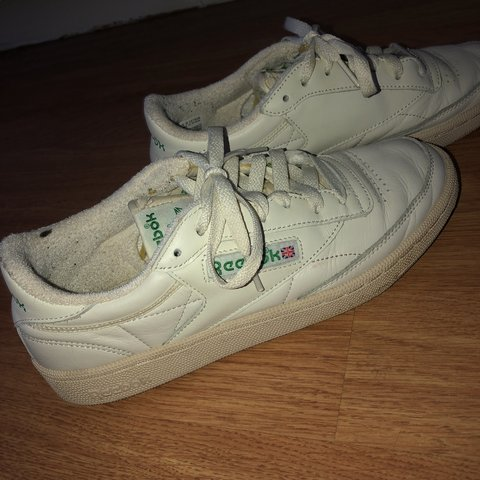 04d23eaef Reebok cream trainers , worn a couple times , 8/10 , uk size - Depop
