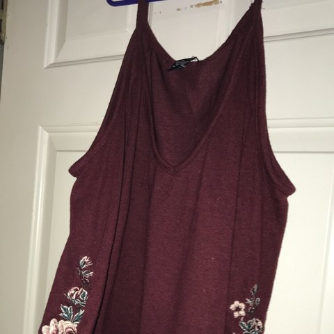 de5bca0da9cea Long sleeve cold shoulder top rue 21 XL but fits more like a - Depop