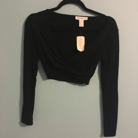 f587ecf589d @savannahumphries. 3 years ago. Monroe, NC, USA. Black Forever 21 Plunge  Neck Knot Long Sleeve Crop Top ...