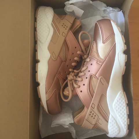 best sneakers 5a9b3 ea664  wies. 2 years ago. Nederland. Nike Huarache rose gold ...