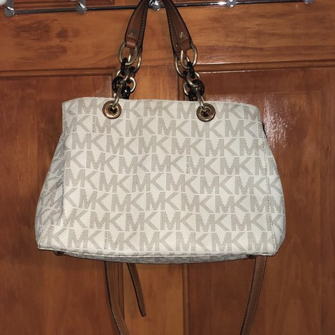 eb30a38e521b14 @axcarpentieri. 3 hours ago. New York, United States. Michael Kors Vanilla  logo satchel bag. In great condition ...