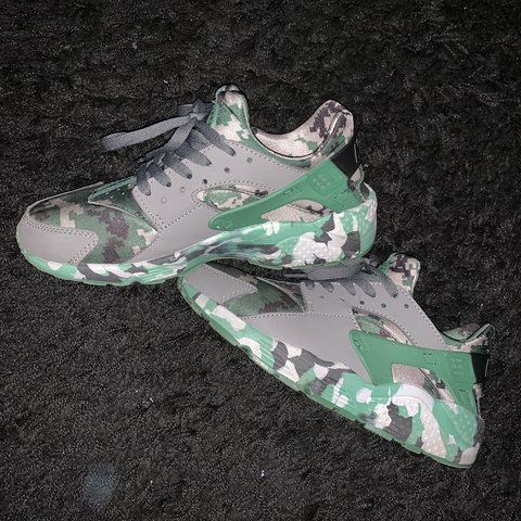 5a1b77f680dd Nike Huaraches - Green Camo - UK6 Comes as seen in pictures - Depop
