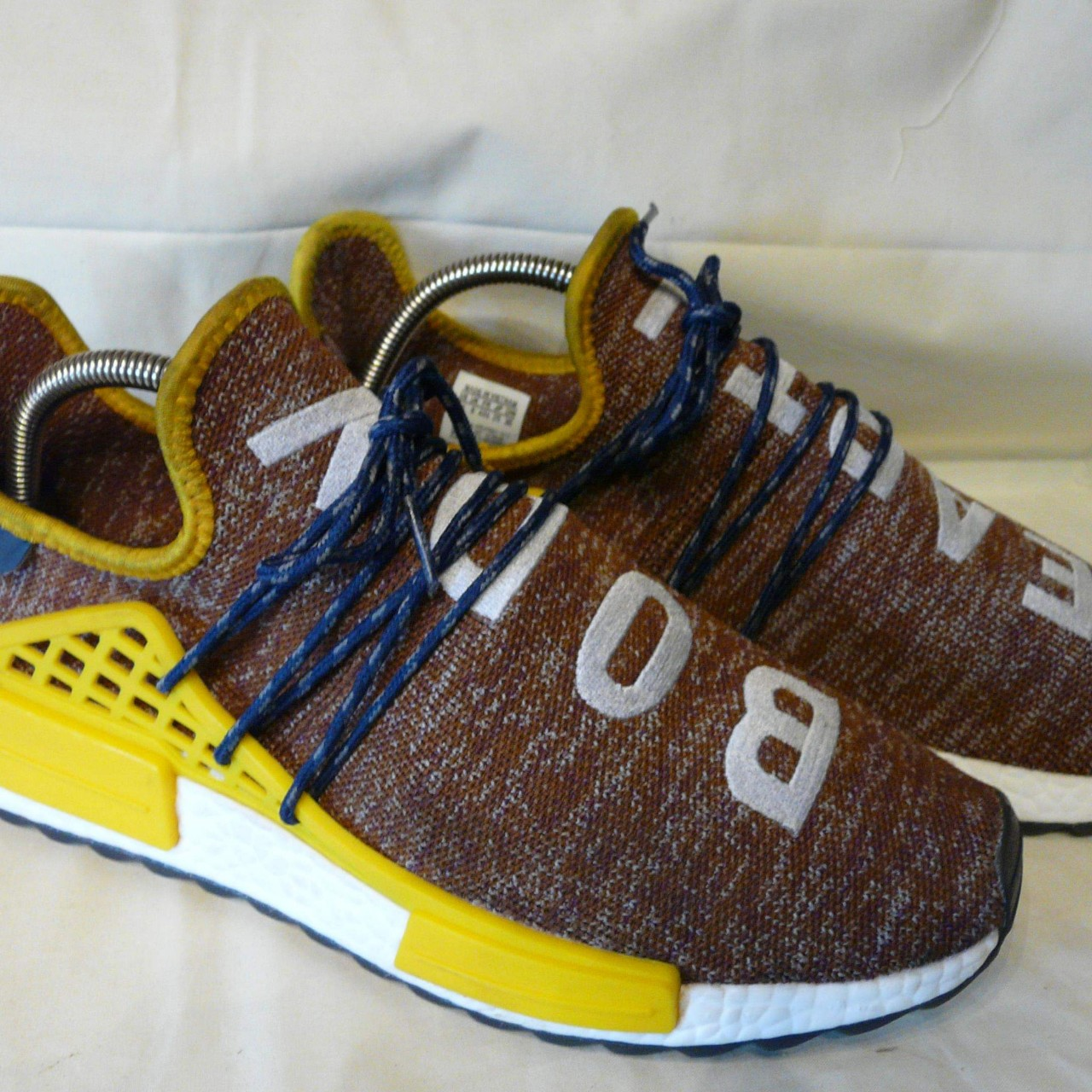 MENS ADIDAS X PHARRELL YOGA BODY EARTH NMD HU
