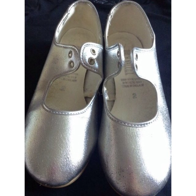 e2658159101 Size 2 Roch Valley silver tap shoes