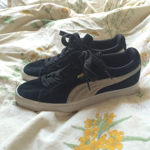 comfy af Puma suede sneakers women s size 6. gently worn a a - Depop 4fc2f1e71