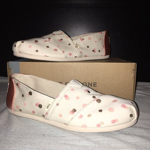 9e86551420b Classic Pale Brush Metallic Party Dots Toms Only worn once - Depop