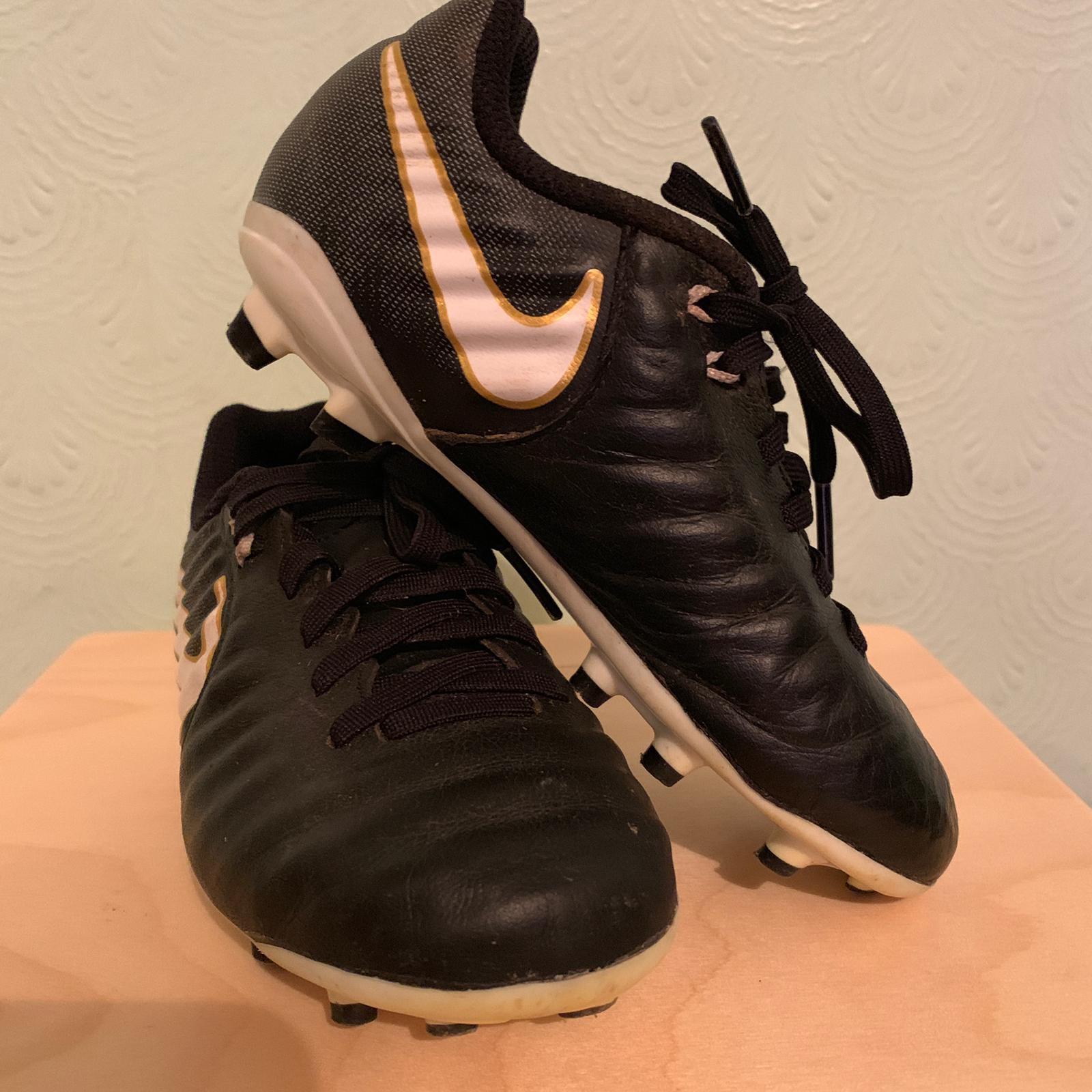 official photos ab4be c6d41 Nike Tiempo Football Boots Kids Size 11 UK Warn but... - Depop