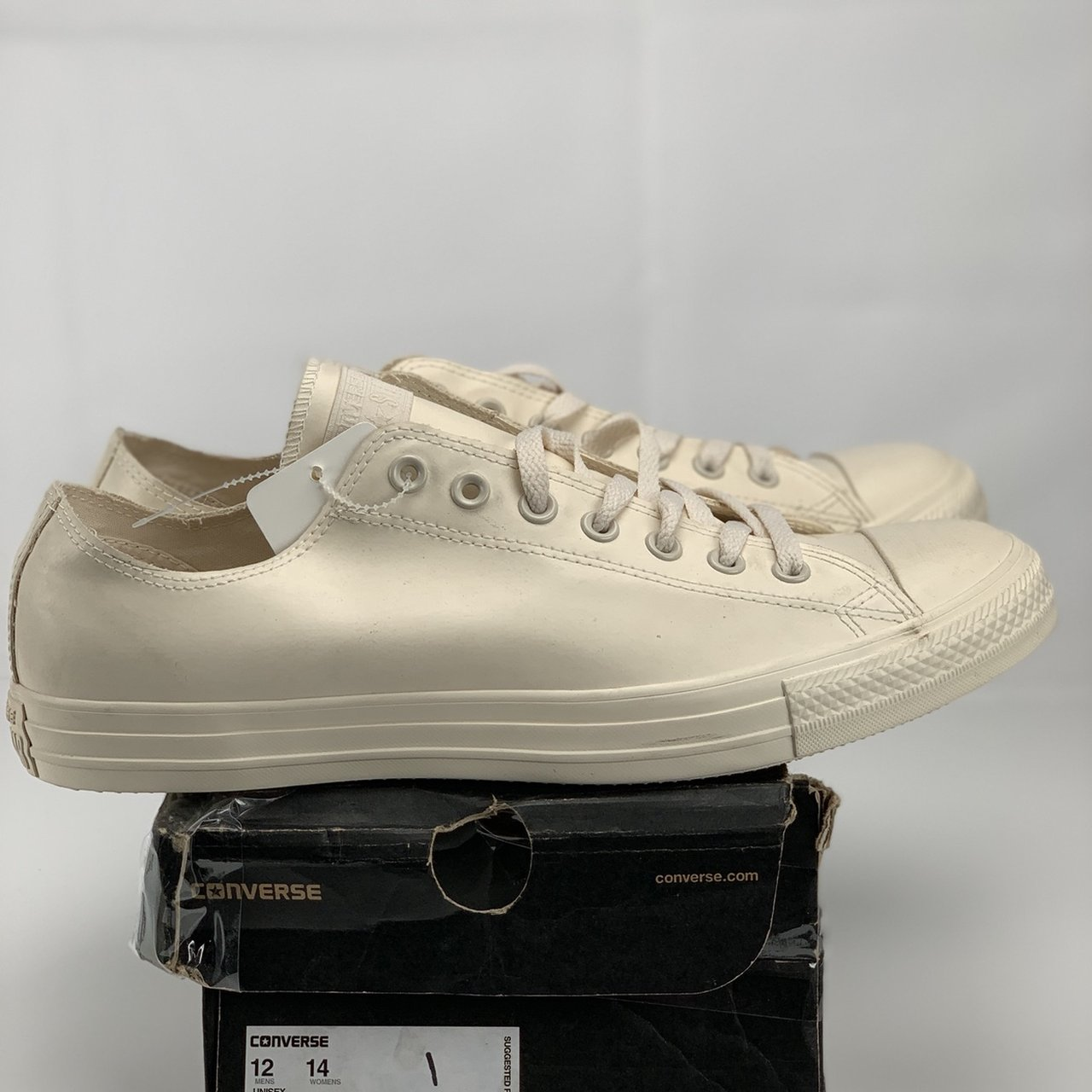 09086eda114c48 For sale is a pair of brand new in box Converse Chuck Low - Depop