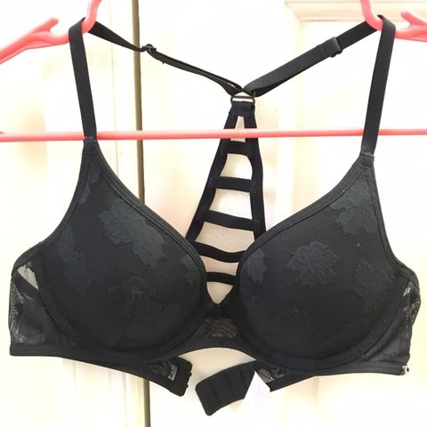 a8a8b47a6472f8 Black halter push-up halter bra from PINK by Victoria Size - Depop