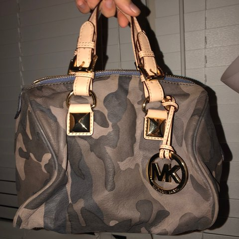 95991a1033f4 @tpelly1. 5 months ago. Wilmington, United States. — RARE !! — michael kors  grayson camo navy small satchel ...