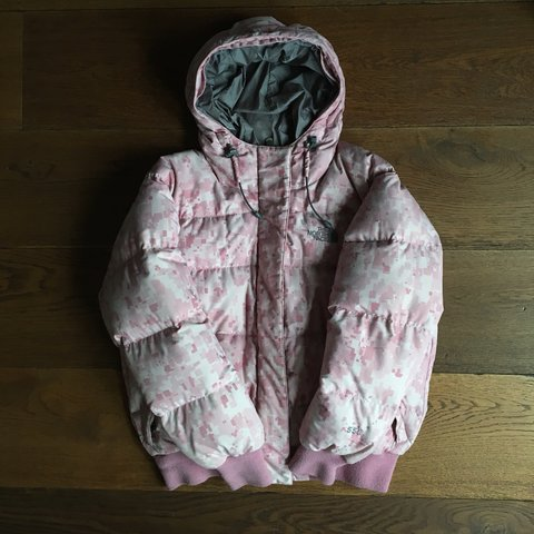 1aa0e549e3 The North Face limited edition 90s vintage hooded puffer in - Depop