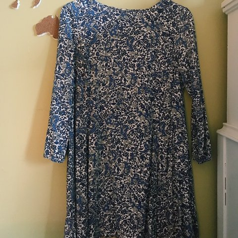 8f03797504c beautiful paisley floral size small dress from old navy- is - Depop