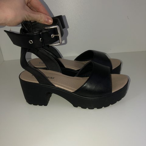 aaaf98982f42 MOVE IT Chunky Platform Buckle Sandals - Size 8 - Worn Once - Depop