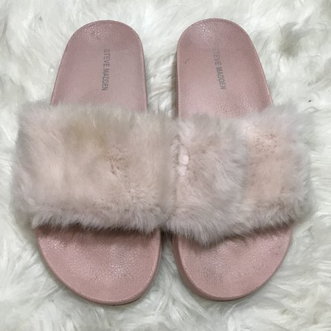7205b175fd38 STEVE MADDEN BABY PINK FUR SLIDES💓 these are super cute and - Depop