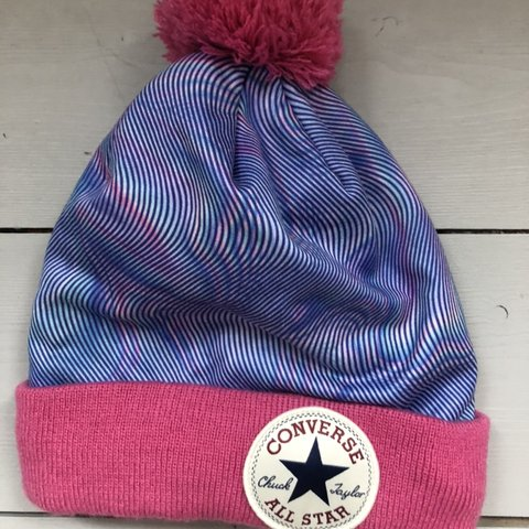 2f0a8e2a193 Converse blue   pink patterned bobble hat 🧤🧣 Only worn a - Depop