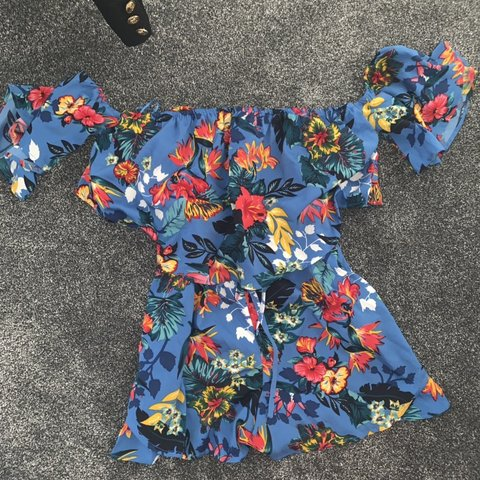 8abbf497480 Missguided floral playsuit size 10 Worn once Flattering - Depop