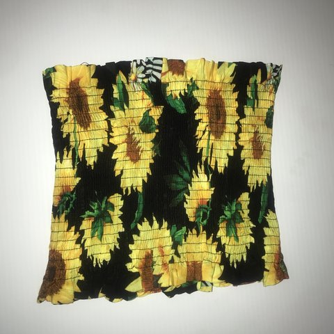 be547c4242 daisy tube top 🌻   it s pretty stretchy   it s also an i an - Depop