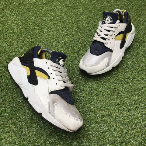 cd841db1d6a6 2003 Nike air huarache  michigan  Worn - missing OG - Depop