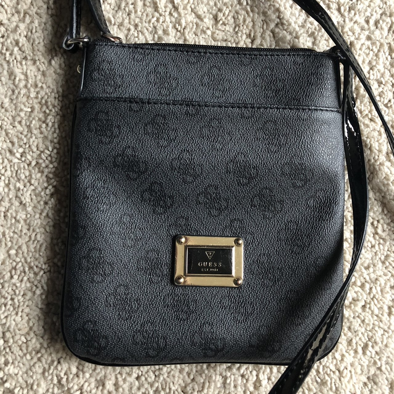 13755d3edf  priyascloset. 20 days ago. United States. guess side bag. rly good  condition ...