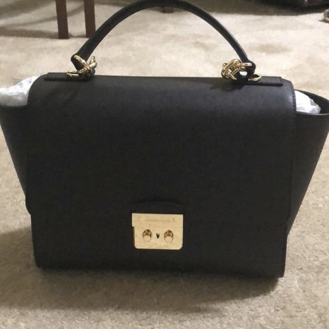dbb61e229542 Brand new never used michael kors brandi satchel perect size - Depop