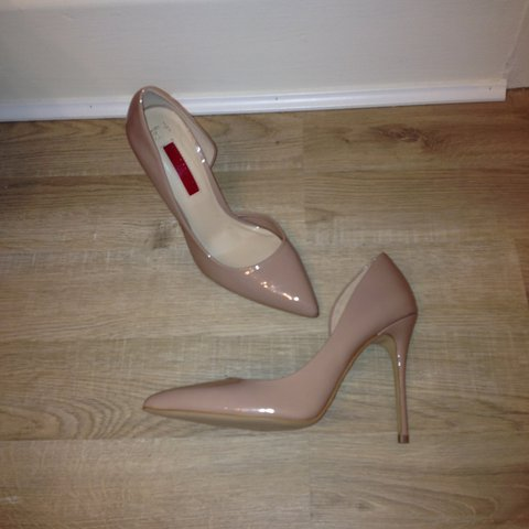 nude patent court heels size 5 but would also fit size 4 or - Depop 466a404a0