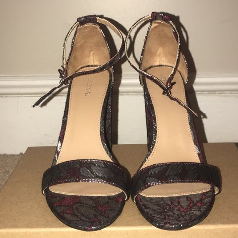 35095b74349 Merona Target Heels! The heels are burgundy with silver over - Depop