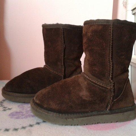 170d908ba7c8  rebeccajj1990. 4 years ago. Ugg boots size 12 girls.