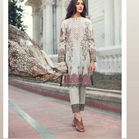 e422ff023e Summer lawn 2019 Collection Pakistani dress shalwar kameez 2 - Depop