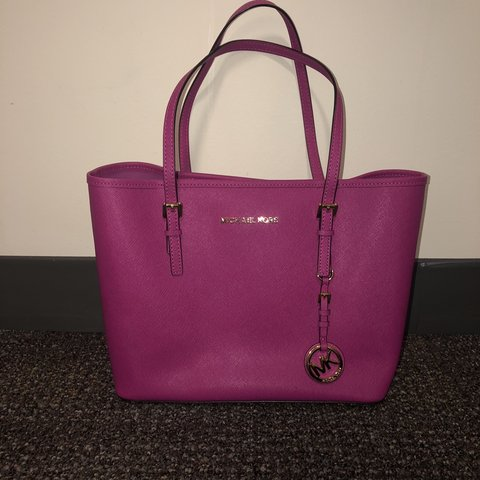 cf7ebfd5f139 Michael Kors magenta purse. GREAT condition