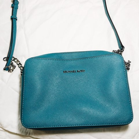 6abf5b13448502 @silviajuarez. 3 months ago. Los Angeles, United States. Jet Set Travel  Large Leather Crossbody Bag- Teal Michael Kors ...