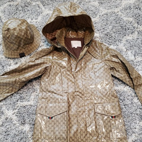 dd937b51fbd20 Kids size 8 toddler gucci rain jacket with hat size large - Depop