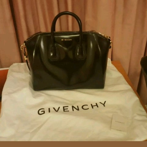 6387b79468 Givenchy Antigona Smooth Leather Bag AUTHENTIC QUICK SALE by - Depop
