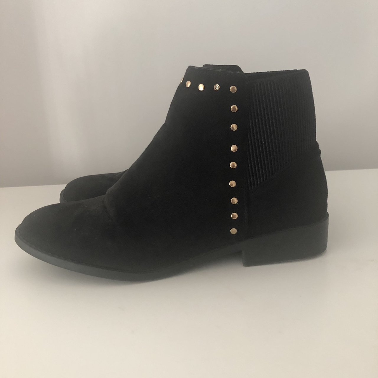 UK4 Wide Fit Chelsea boots