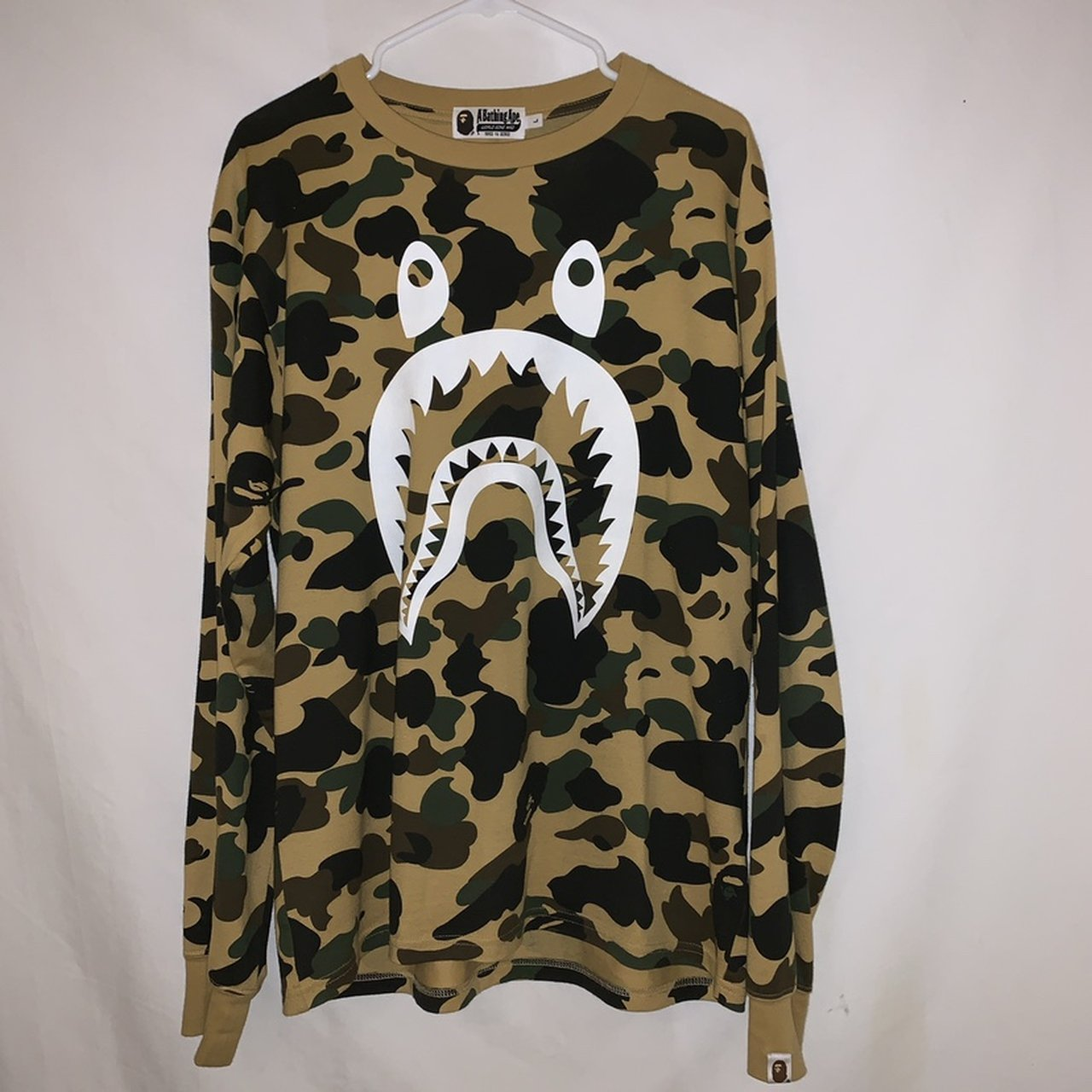 be9d8fed9a9 NEED THIS GONE‼ ⚠ Camo White Bape Shark