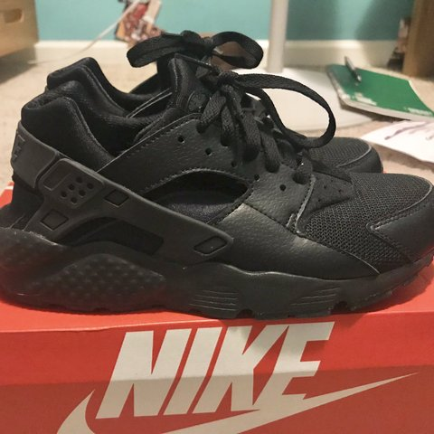 f0ef12e2a63b7  cxssysxlly. 2 months ago. United States. All black Nike Huaraches - These  are a Big kids size ...