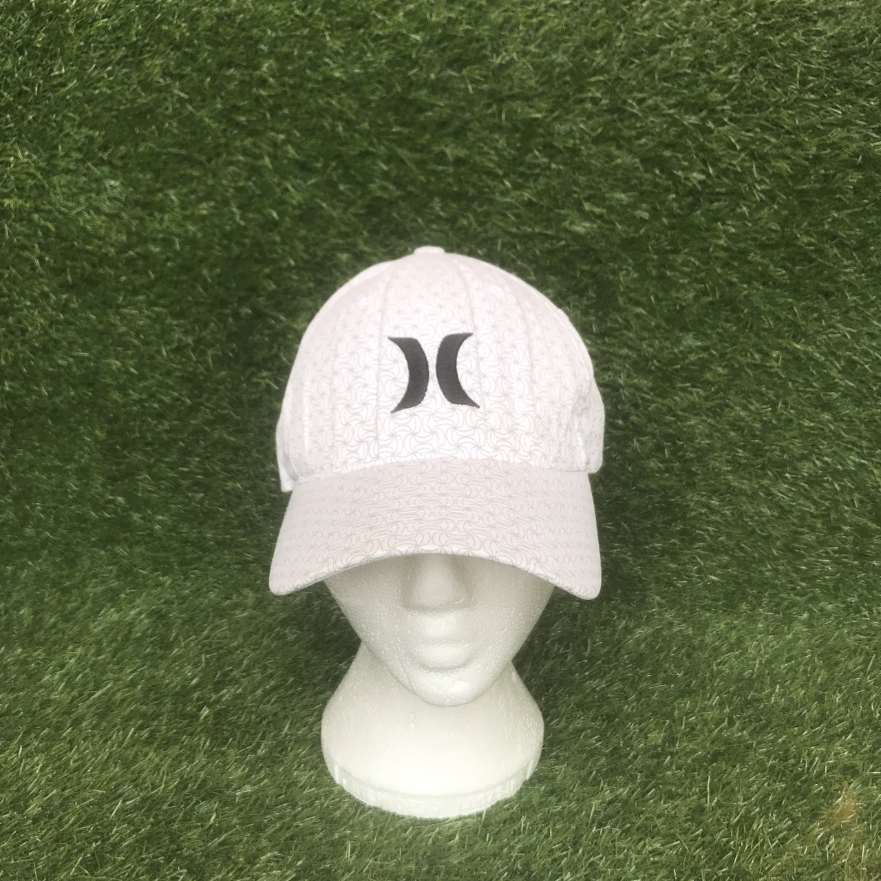 Vintage Hurley flexfit fitted hat Colour: white    - Depop
