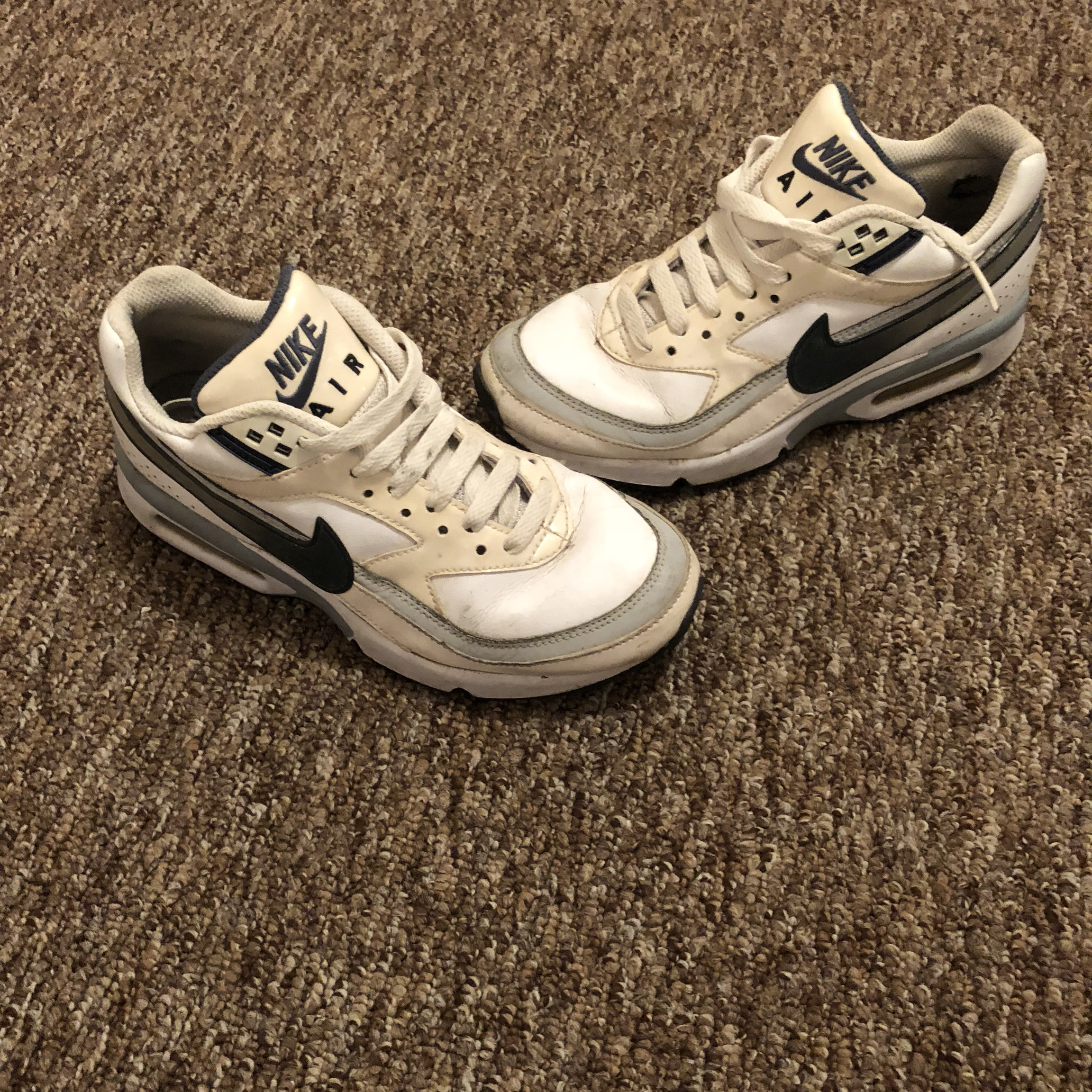 vintage nike trainers retro style old