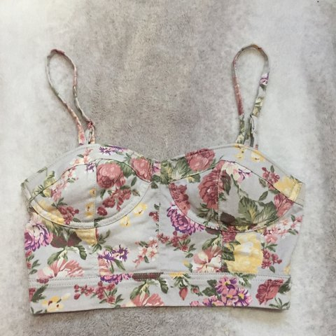 8a3dc2fbc4 Cute floral bralette crop top perfect for summer! 🌺Only so - Depop