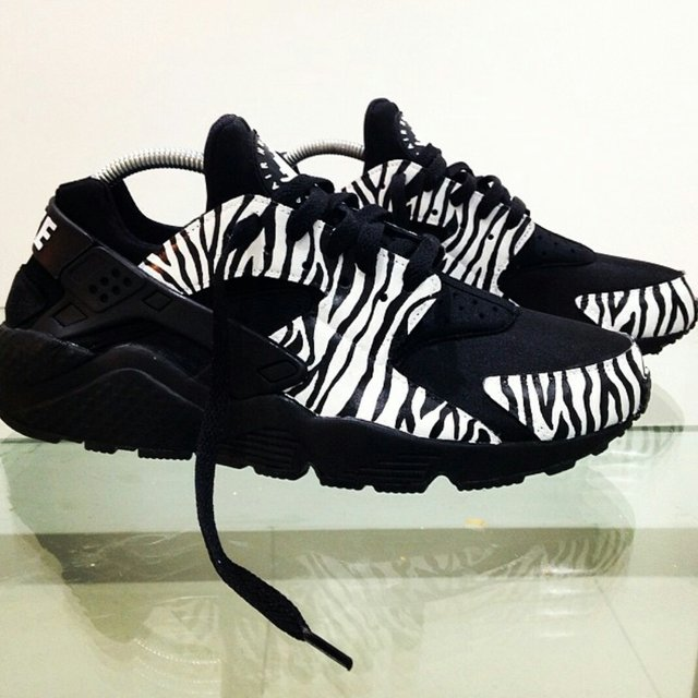 mattb customs. 4 years ago. Nike Air Huaraches Triple Black Zebra ... 3d1ec2132